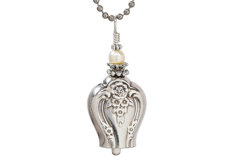 Jewelry photographer samples - Vintage Silver Pendant Necklace